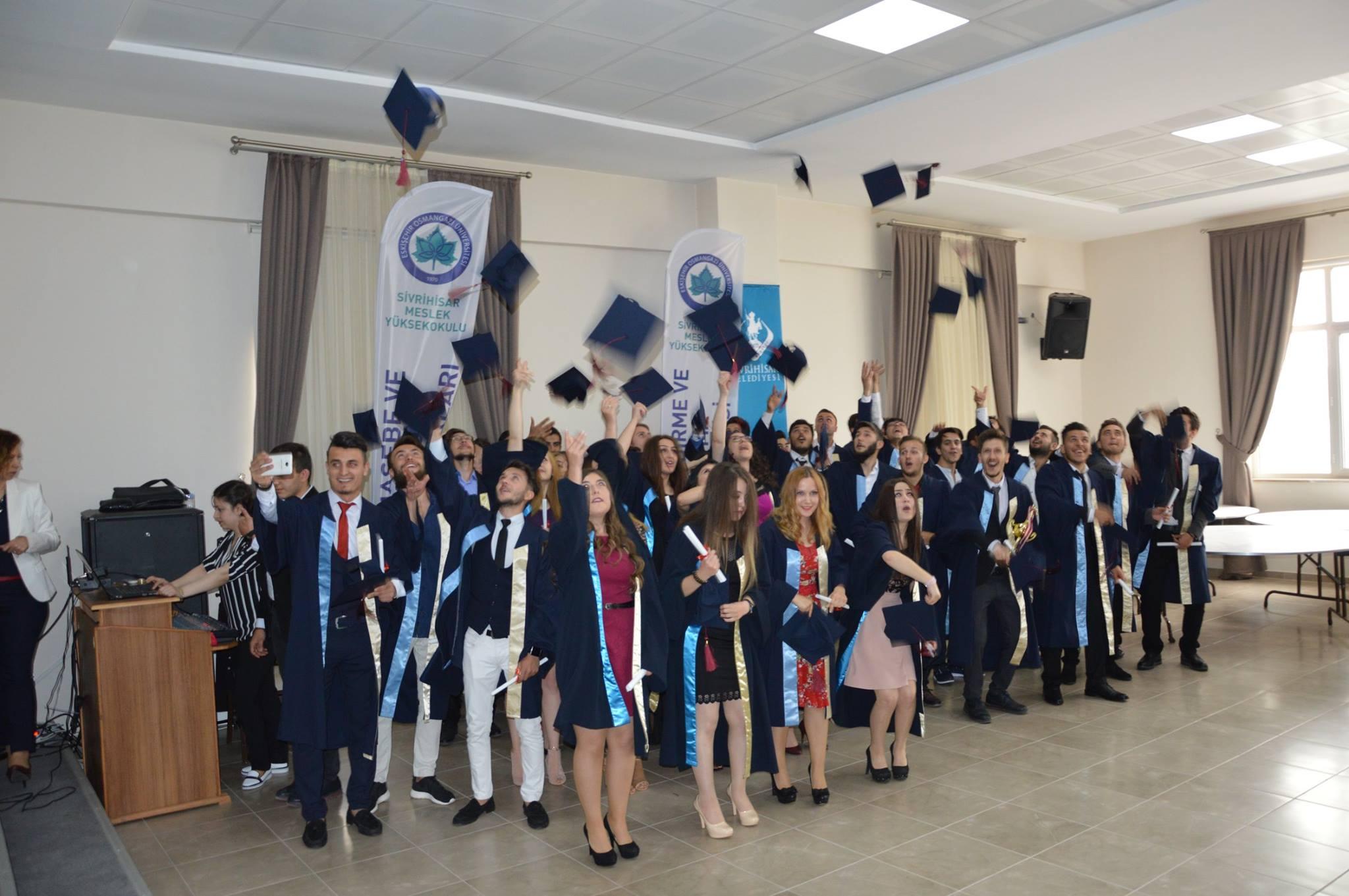 Osmangazi Üniversitesi Sivrihisar Meslek Yüksek Okulu Mezuniyet Töreni Sivrihisar Belediyesi Konferans Salonunda Gerçekleşti.