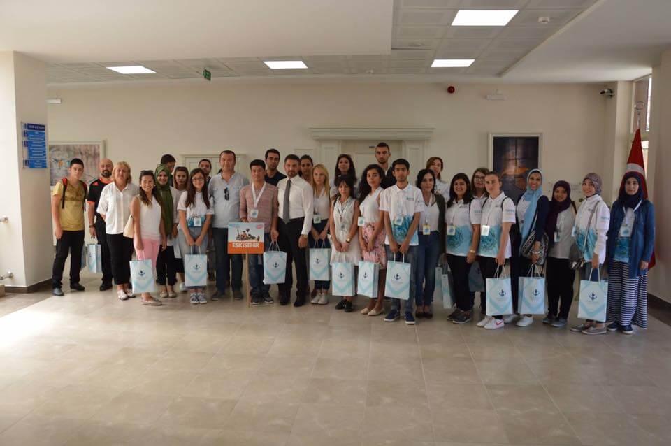 Yunus Emre Enstitüsü ve TÖMER işbirliğiyle Türkiye'de ağırlanan yabancı uyruklu öğrenciler Türk gelenek ve göreneklerini yakından incelemek için Sivrihisar'a geldi