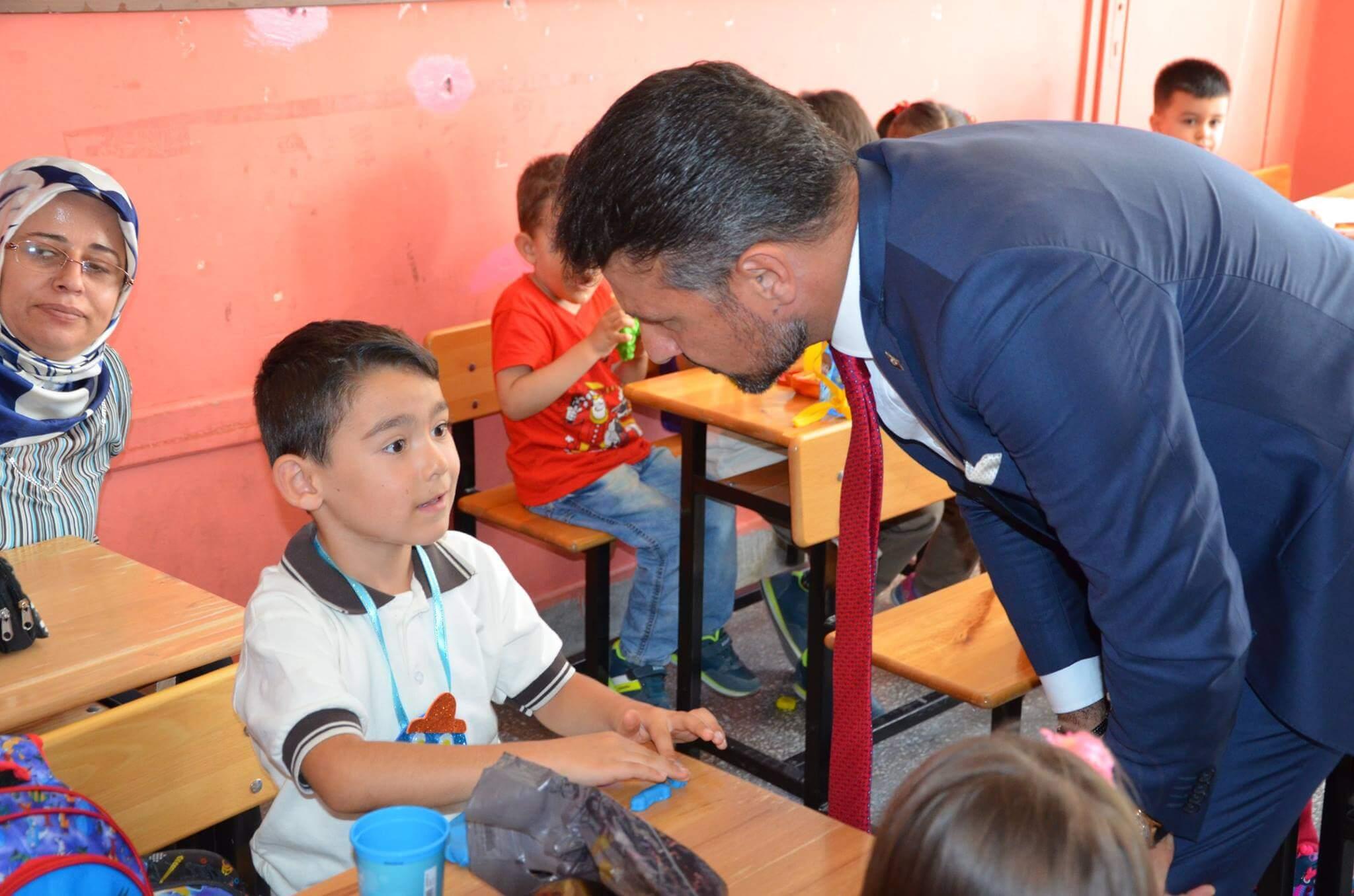 Başkan Yüzügüllü Okula Uyum Sürecinde Çocukları Yalnız Bırakmadı.