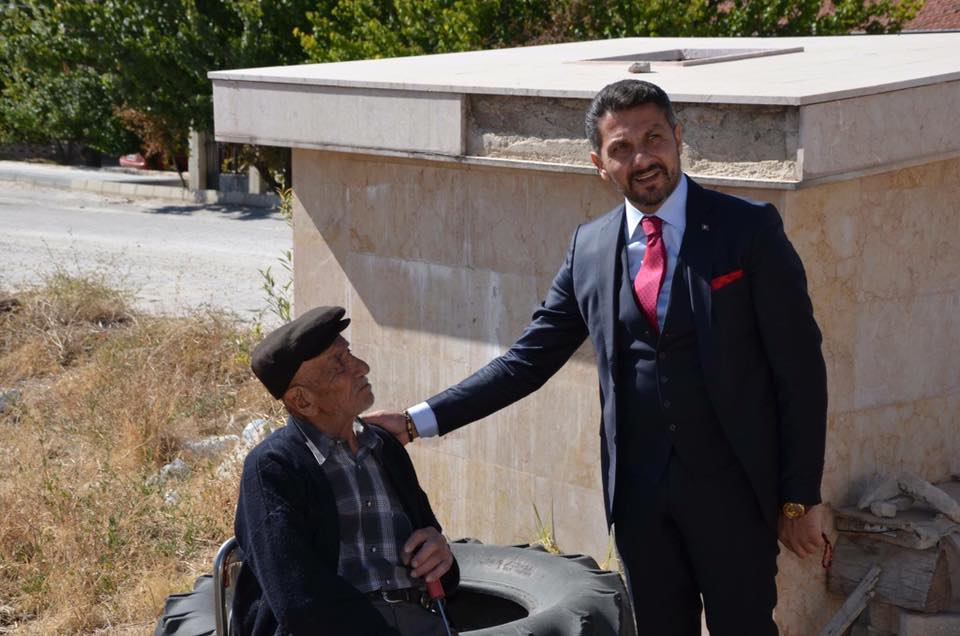 Sivrihisar Belediye Başkanı Hamid Yüzügüllü fırsat buldukça Sivrihisarlı hemşehrilerini 7 den 70'e ziyaret etmeyi ihmal etmiyor.