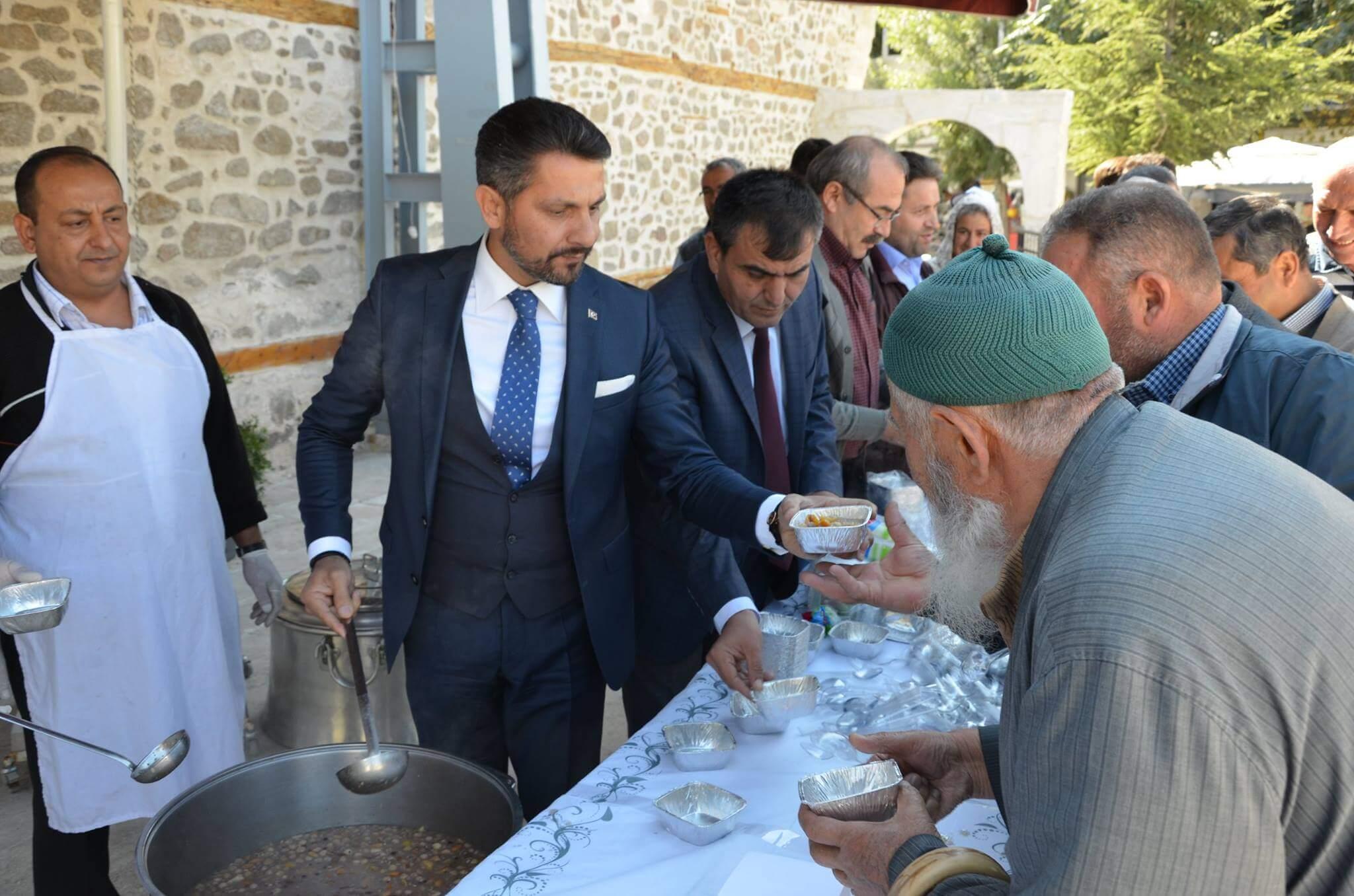 Sivrihisar Belediyesi Halka Aşure Dağıttı