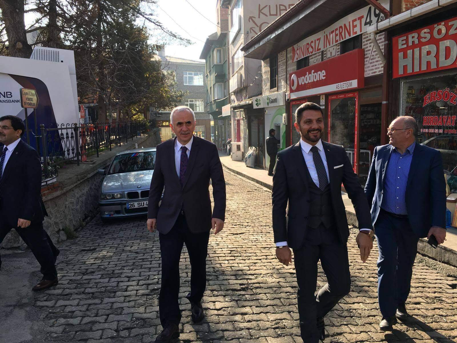 Ak Parti Genel Başkan Yardımcısı ve İstanbul Milletvekili Sayın Erol Kaya ilçemizi ziyaret ederek, Sivrihisar Belediye Başkanımız Hamid Yüzügüllü ile biraraya geldi.