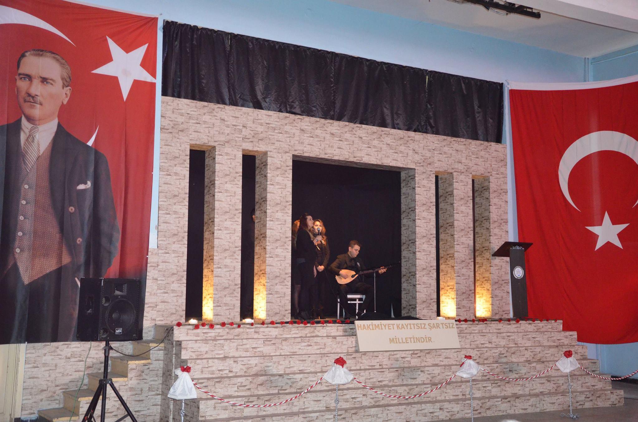 10 Kasım Atatürk'ü Anma Programı ilçemiz Endüstri Meslek Lisesinde Sivrihisar Kaymakamı Erdinç Yılmaz, Sivrihisar Hava Meydan ve Garnizon Komutanı Sadık Albayrak, Sivrihisar Belediye Başkanımız Hamid Yüzügüllü katılımıyla gerçekleşti. Düzenlenen programda Gazi Mustafa Kemal Atatürk, silah arkadaşları ve tüm şehitlerimiz saygı ve rahmet ile anıldı.