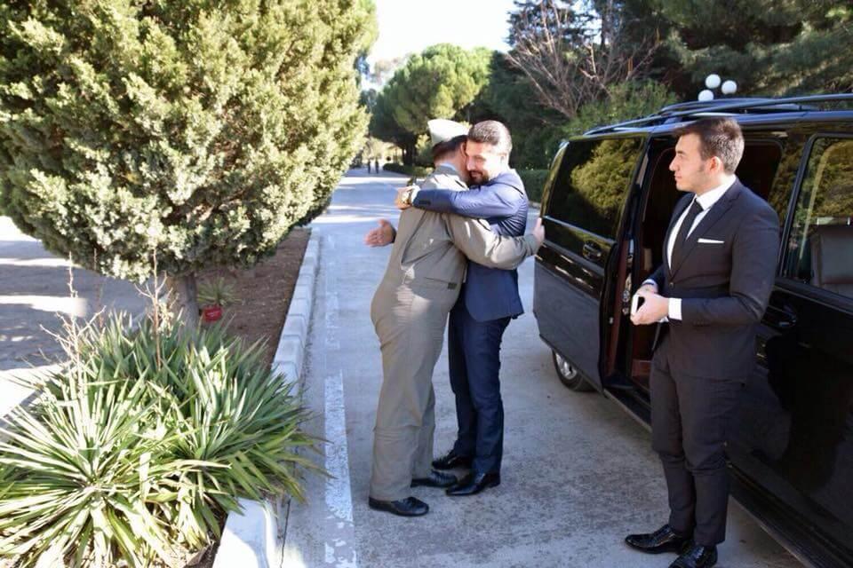 Sivrihisar Belediye Başkanı Hamid Yüzügüllü  İzmir Gaziemir 3. Kara Havacılık Alay Komutanı Sivrihisarlı hemşehrimiz Kara Pilot Albay Hüsamettin Gürel'i makamında ziyaret etti.