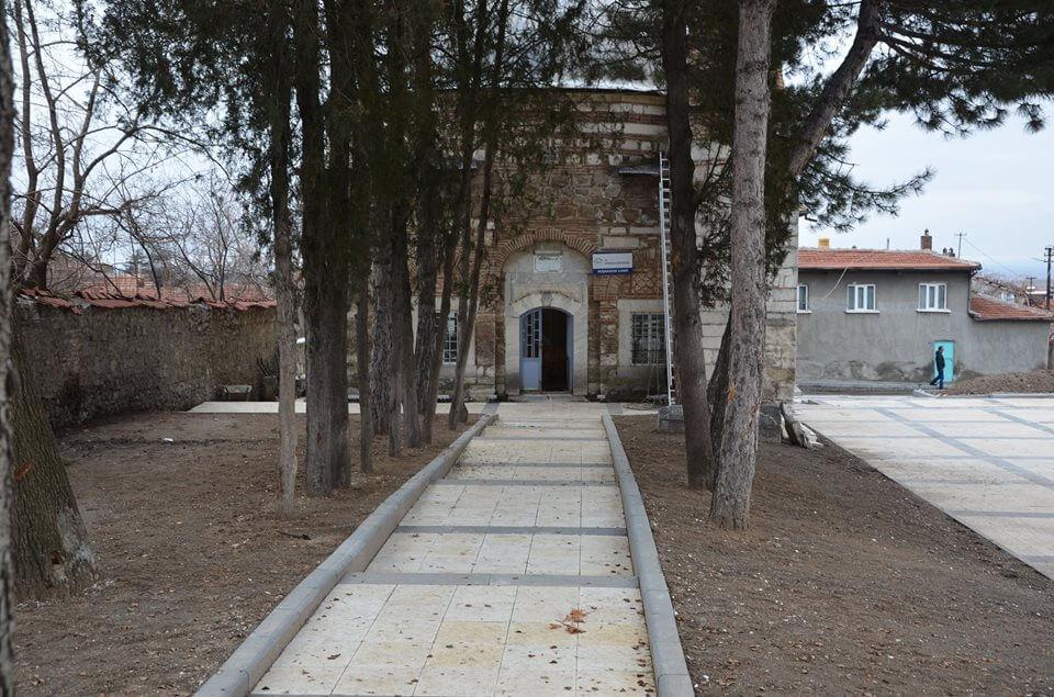 Anadolu'nun Kabe Minyatürlü ilk Mescidi Hazinedar Camisinin Çevre Düzenlemesinde Sona Gelindi.