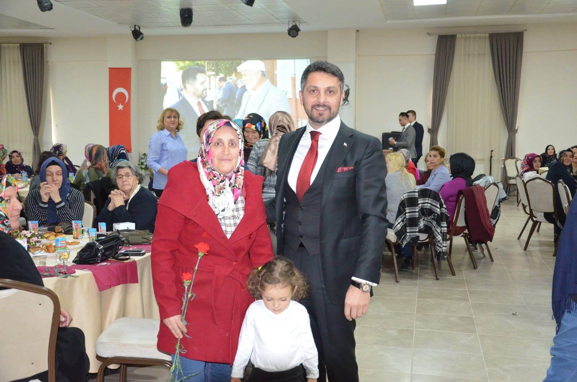 Sivrihisar Belediyesi tarafından 8 Mart Dünya Kadınlar Günü münasebeti ile düzenlenen programda Sivrihisar Belediye Başkanı Hamid Yüzügüllü kadınlar ile biraraya geldi.