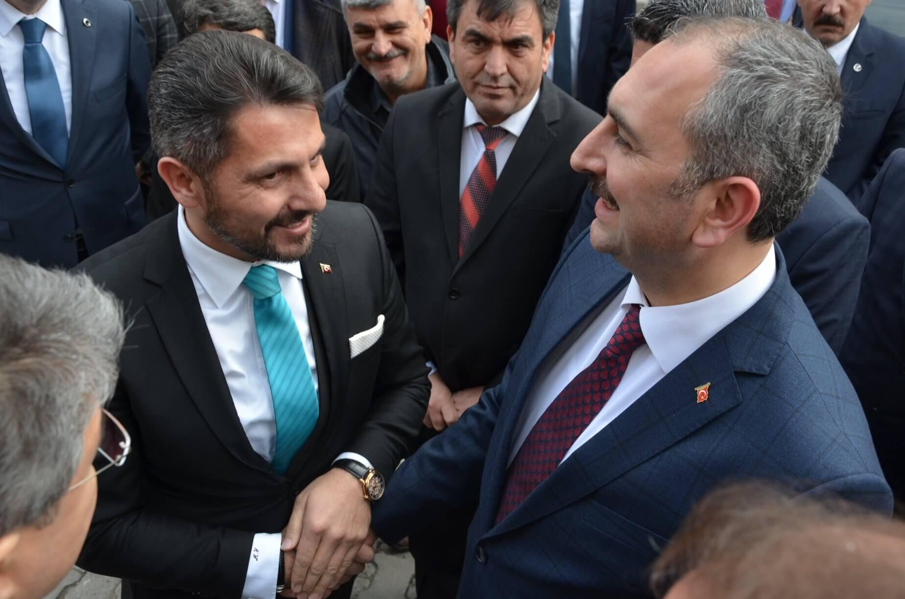 Adalet Bakanımız Sayın Abdulhamit Gül, Sivrihisar Belediye Başkanımız Hamid Yüzügüllü ile Dünyanın Merkezi Sivrihisar'da biraraya geldi.