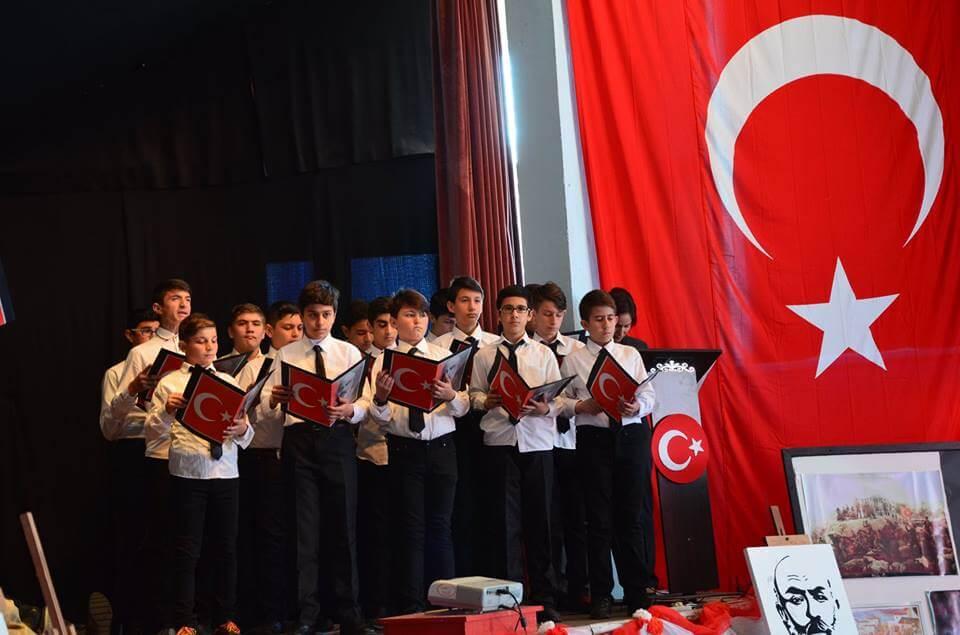 Sivrihisar Belediye Başkanımız Hamid Yüzügüllü ilçemiz Prof. Dr. Mehmet Kaplan Ortaokulu tarafından hazırlanan 12 Mart İstiklal Marşının Kabulü ve Mehmet Akif Ersoy'u Anma Programına katıldı.