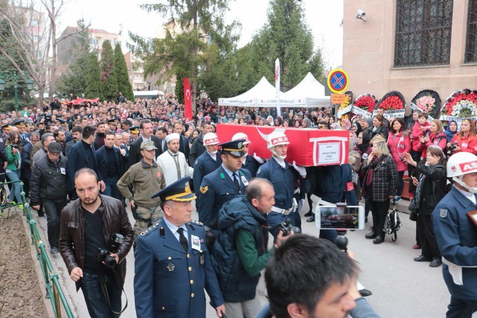 Başkanımız Hamid Yüzügüllü Afrin'de Şehadet Şerbetini İçen Kahraman Hemşerimiz Piyade Binbaşı Mithat Dunca'yı Binler İle Birlikte Ebedi Yolculuğuna Uğurladı.