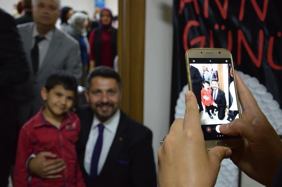 Sivrihisar Belediye Başkanımız Hamid Yüzügüllü İlçemiz Yunus Emre Anaokulu tarafından Sivrihisar Belediyesi Konferans Salonunda düzenlenen Anneler Günü programına katıldı.