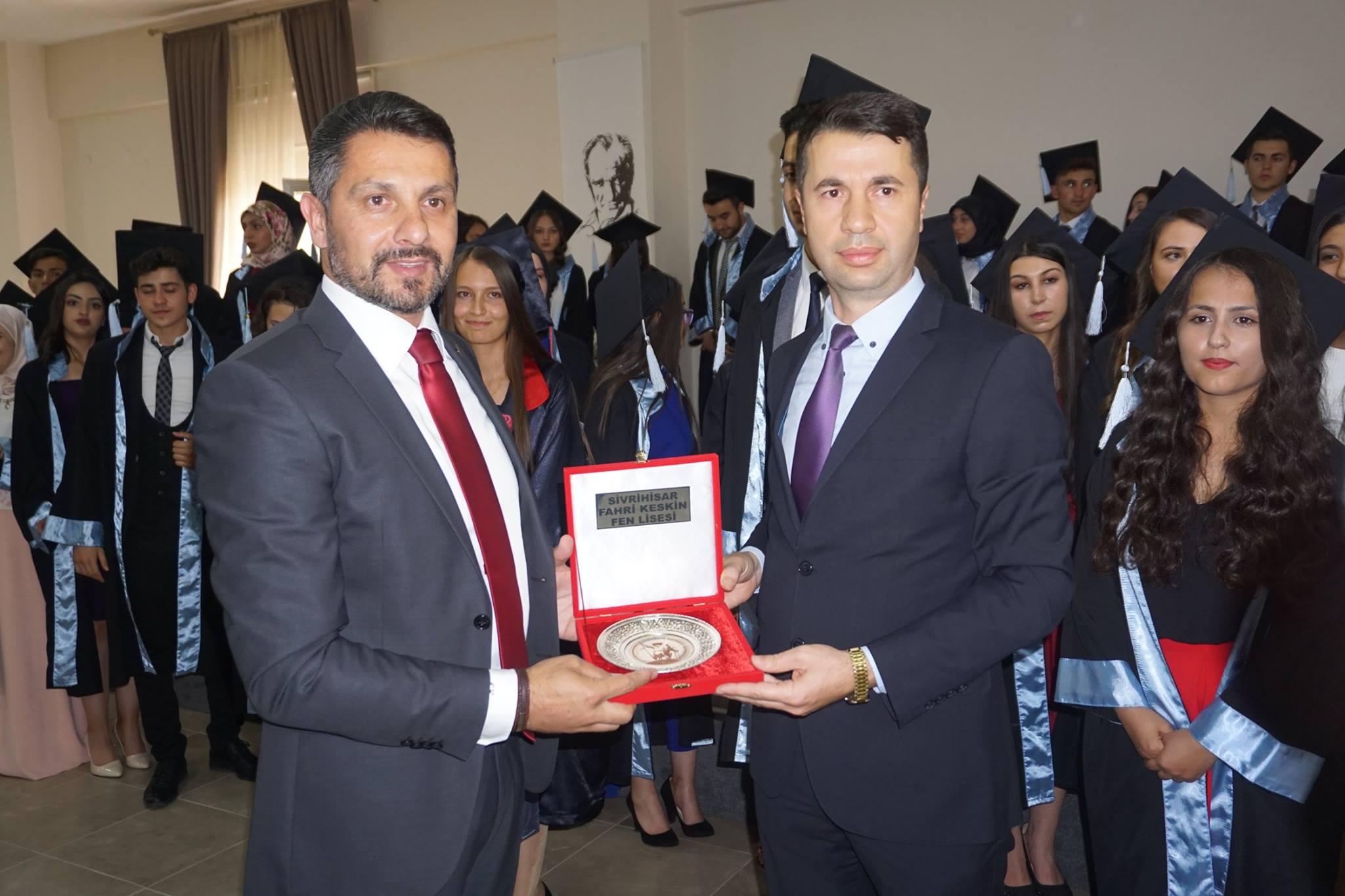 Sivrihisar Belediye Başkanımız Hamid Yüzügüllü İlçemiz Fahri Keskin Fen Lisesi Öğrencilerinin Mezuniyet Sevincine Ortak Oldu.