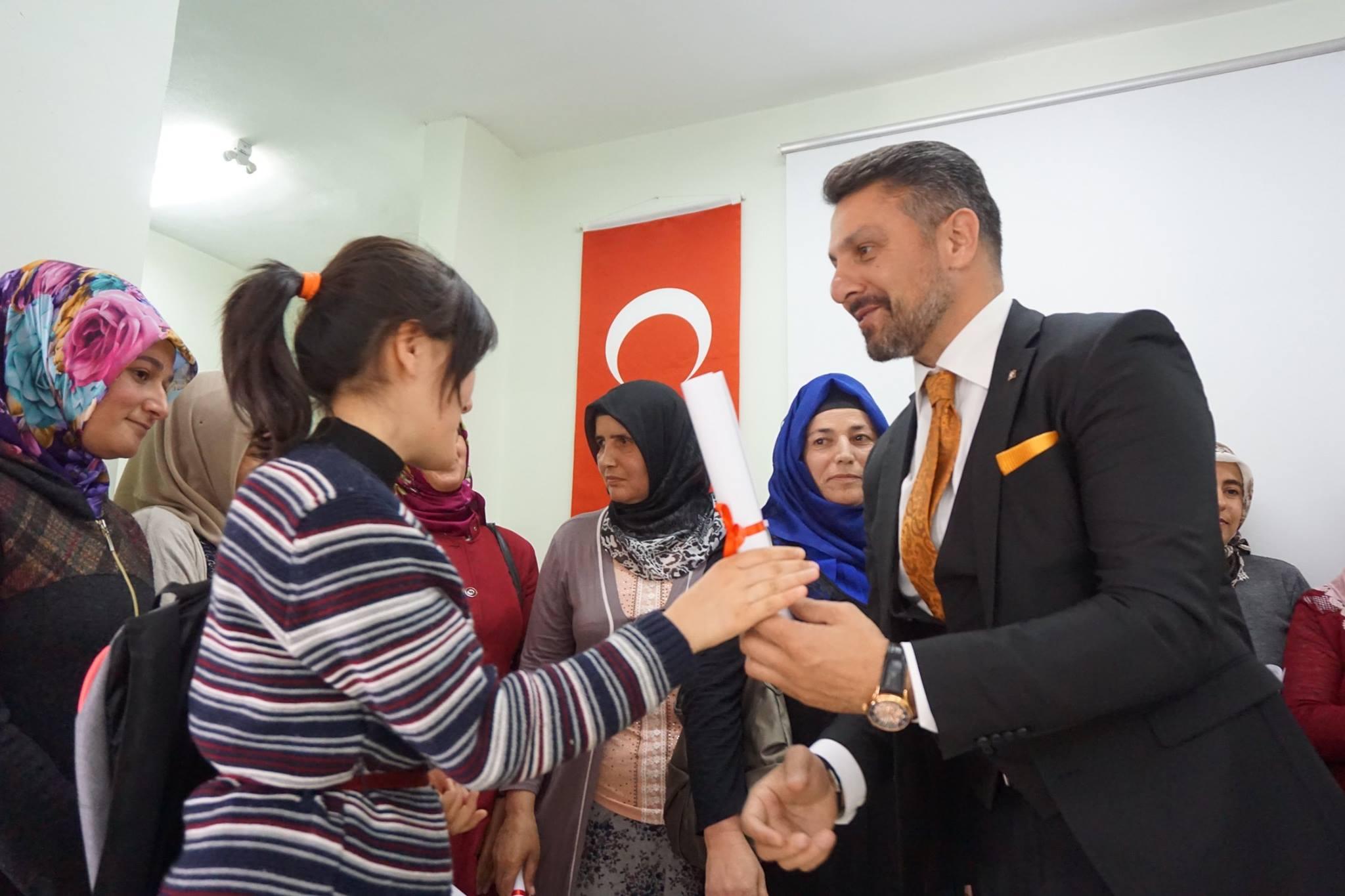 Sivrihisar'da Okuma-Yazma Seferberliği Öğrencileri Diplomalarını Aldılar…