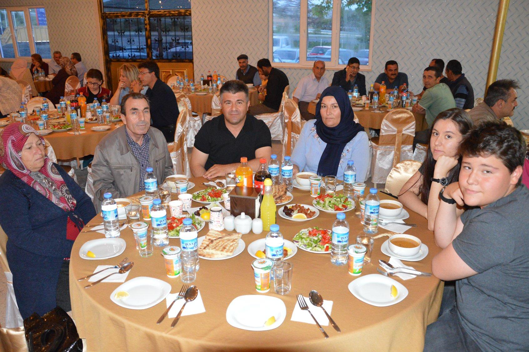 Belediye Personelimiz ve Meclis Üyelerimiz ile Düzenlediğimiz İftar Yemeğinde Biraraya Geldik.