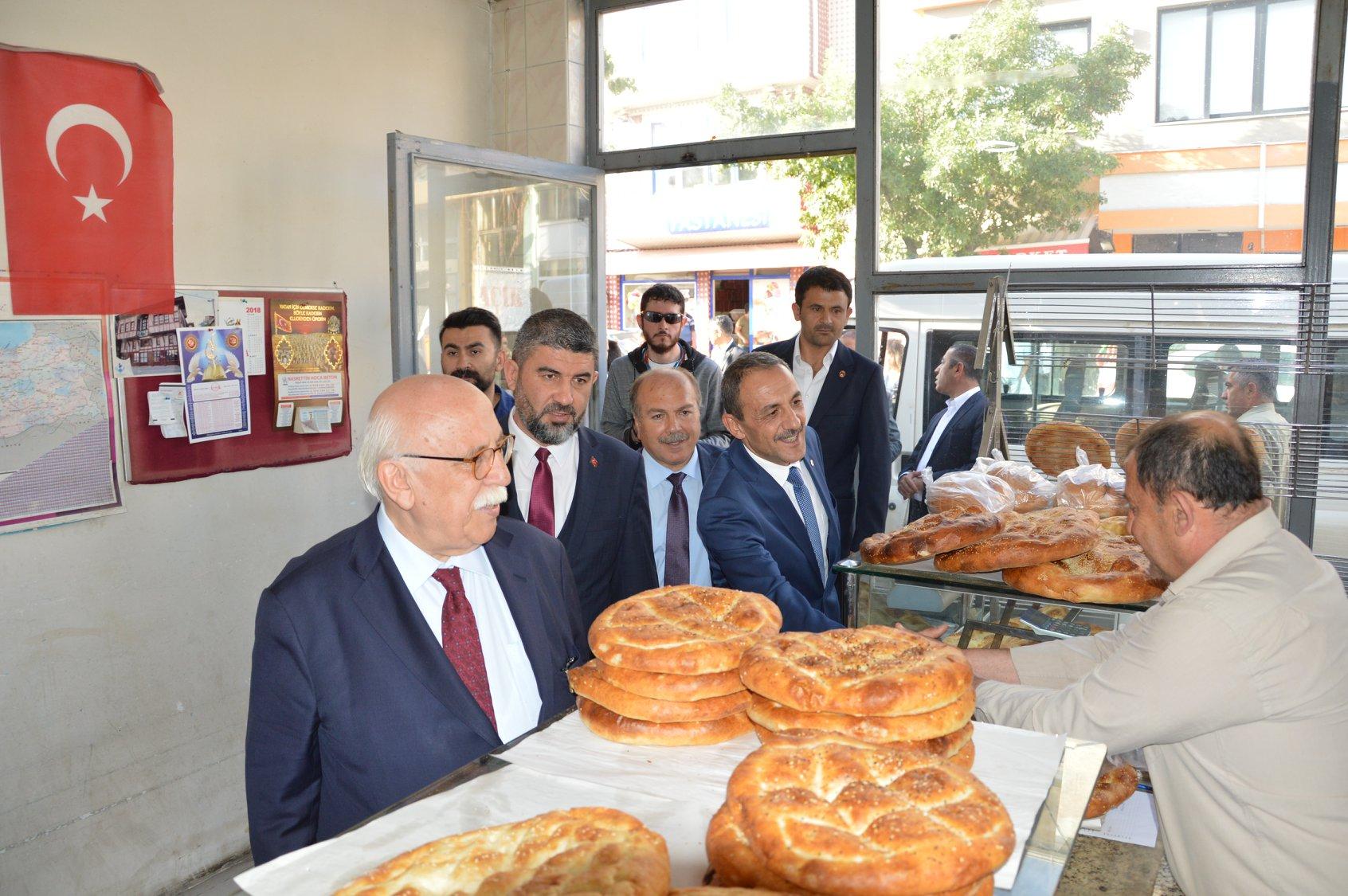 Sivrihisar Belediye Başkanımız Hamid Yüzügüllü, Bakanımız Sayın Prof . Dr. Nabi Avcı İle İlçemiz Muhtarları Biraraya Geldiler.