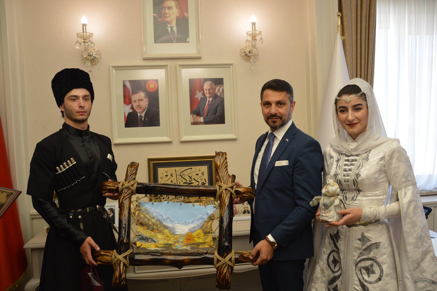 İlçemizde Ağırladığımız Yabancı Misafirlerden Başkanla Tanışma Ziyareti