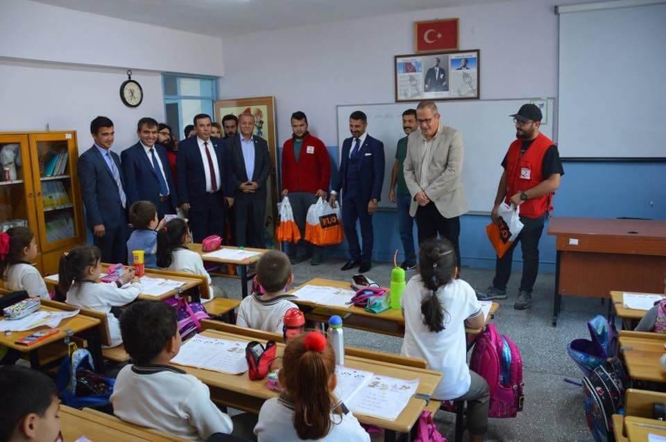 Flo ,Türk Kızılayı Eskişehir Şubesi Ve Sivrihisar Belediyesi İş Birliği İle İlçemizde Okul Ziyareti Yapıldı