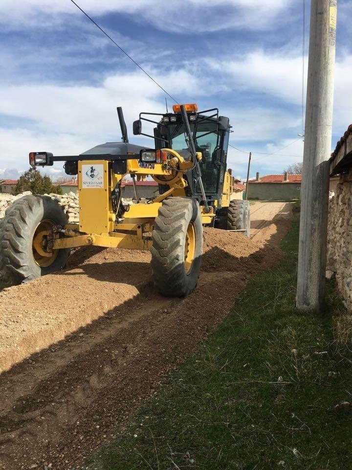 Sivrihisar Belediyesi Ekiplerimiz Kırsal Mahallerimizde Yolları Yapıyor