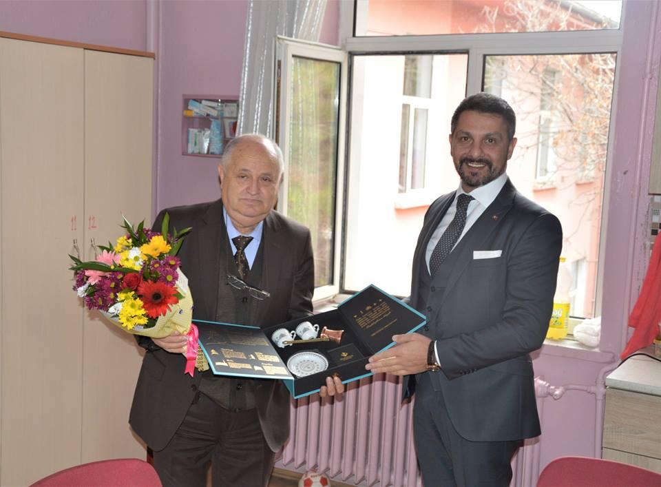 Başkan YÜZÜGÜLLÜ'DEN İlçenin En Kıdemli Öğretmenine Süpriz Ziyaret