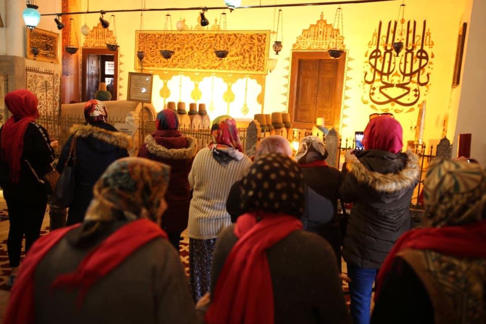 Belediyemiz tarafından 8 Mart Dünya Kadınlar Günü ve Üç Ayların Başlangıcı vesilesi 8 Mart Cuma günü yaklaşık 1000 Sivrihisarlı Kadın Mevlânâ Celâleddîn-i Rûmî'nin Şehri Konya'da Mevlana Müzesini Ziyaret Ettiler