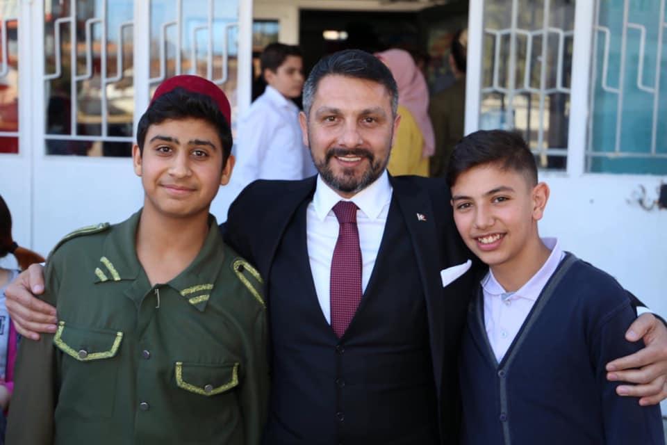 Sivrihisar Belediye Başkanımız Hamid Yüzügüllü18 Mart Çanakkale Zaferimizin 104. Yıldönümünde İlçemiz Hasan Karacalar Ortaokulu tarafından düzenlenen Çanakkale şehitlerimizi anma programına katıldı.
