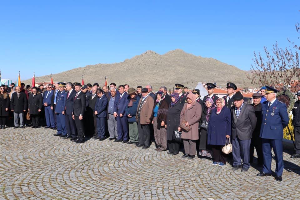 18 Mart Çanakkale Zaferimizin 104. Yıldönümünde ilçemiz Şehitliğinde Çelenk Koyma ve anma töreni ile aziz şehitlerimiz saygı, rahmet ve minnet ile anıldı.