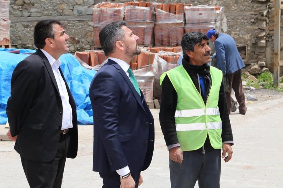 ivrihisar Belediye Başkanımız Hamid Yüzügüllü belediyemiz tarafından yürütülen işleri yerinde inceleyerek çalışmaları titizlik ile takip etti.