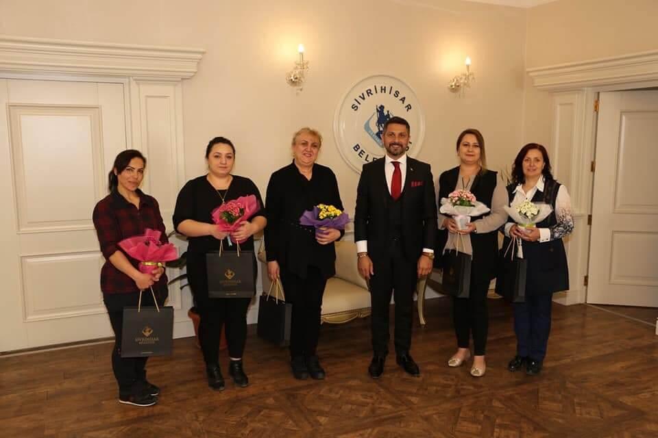Sivrihisar Belediye Başkanımız Hamid Yüzügüllü, Belediyemiz Personelinin Anneler Günü'nü Kutladı