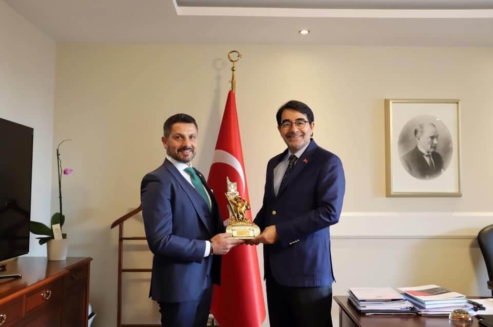 Sivrihisarlı Hemşehrimiz Cumhurbaşkanlığı İnsan Kaynakları Ofis Başkanı Sayın Doç. Dr. Salim ATAY'ı Makamında Ziyaret Ettik