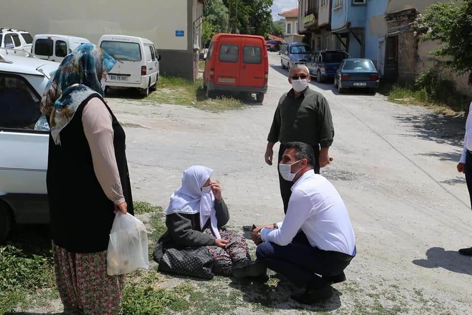 BAŞKAN YÜZÜGÜLLÜ SİVRİHİSAR HALK PAZARINDA..
